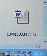 archivo word llamado curriculum vitae en el escritorio del ordenador